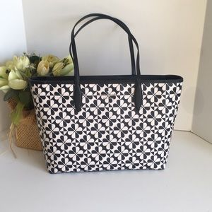 kate spade hollie spade clever geo large tote